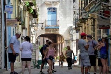 Trump endurece sanciones a Cuba y pone fin a los viajes grupales y a la exportación de vehículos