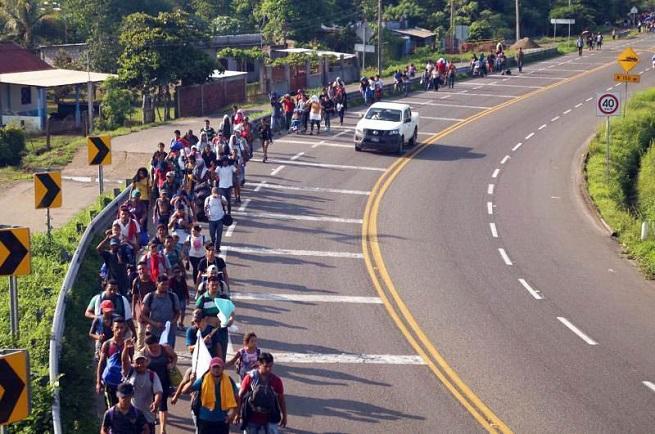 Autoridades mexicanas frenan caravana de migrantes en frontera sur
