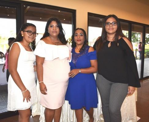 Alison Paz, Karen Gutiérrez de Hernández, Erlyn Mencía y Katherin Gutiérrez
