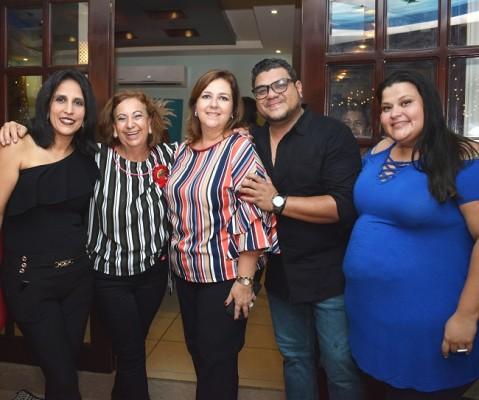 Ana Lucia García, Margarita Kawas de Tejada, Carola Mestayer, Víctor Izaguirre y Alejandra Izaguirre