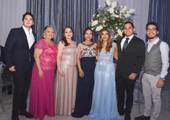 Andres Paredes, Mariset Fuentes, Ena Fuentes, Gissel Murillo, Claudia Gonzalez, Moises Bolaños y David Meza