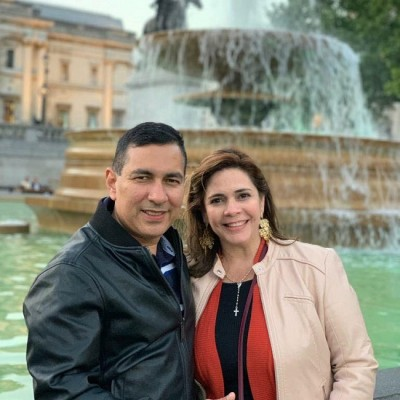 Bonita pareja Ernesto Alvarado y Cristina Mejia