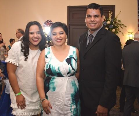 Catalina Torres, Ledy Pacheco y Eddy Sarmiento.