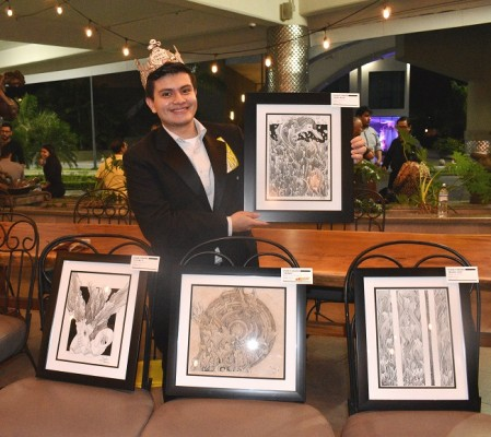 Charly Draws se especializa en la técnica tinta sobre bristol, ofreciendo un toque diferente en algunas de sus obras al utilizar filtros de café para darle un aspecto añejo a la pieza.