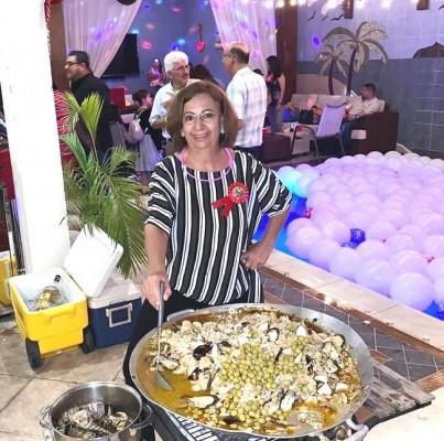 Con la receta familiar de la tía Blanquita Sikaffy, la misma cumpleañera cocinó la deliciosa paella en plena fiesta de celebración