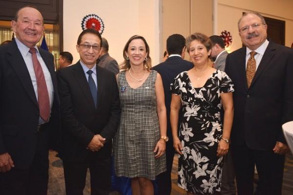 Crais Buck, Julio Gom, Ana Rubí, Mariela Ruíz y Jacobo Kattán.