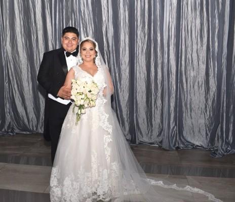 Mirian Johana Enamorado Ayala y Gabriel Arturo Rodríguez Romero, lucieron elegantes y muy felices en su gran noche de bodas