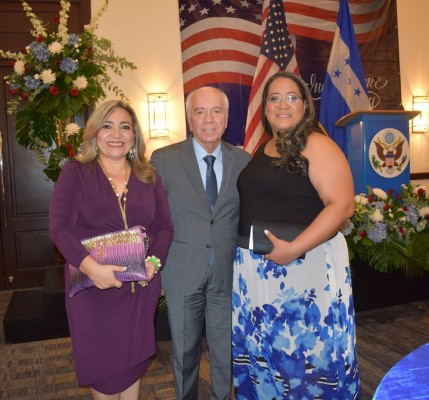 Dina Bulnes, Mauricio Chiovelli y Lourdes Lourdes Alejandra Arriaga López