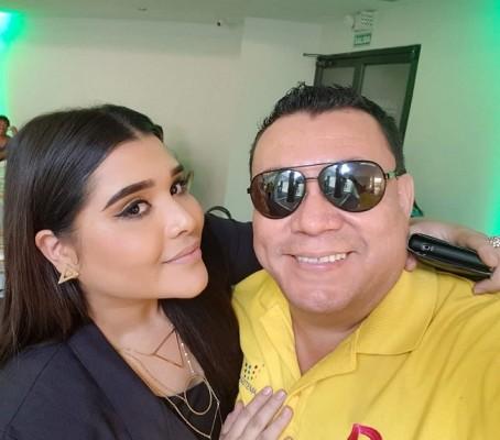 Estuvo de placemes el día de ayer Jimmy Tovar, recibiendo multiples felicitaciones de sus amistades y familiares, aqui con la Diva de la bachata Karly Ortega