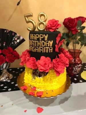 Uno de los exquisitos pasteles de cumpleaños fue elaborado por Liz Bendeck