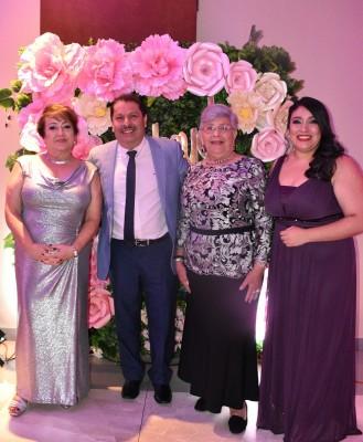 Elsa de Jiménez, Cesar Jiménez, Rosalinda Dubón y Ana Victoria Álvarez