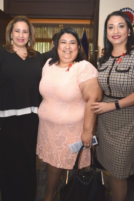 Fanny Hawit, Carmen Villeda y Linda Rovelo.