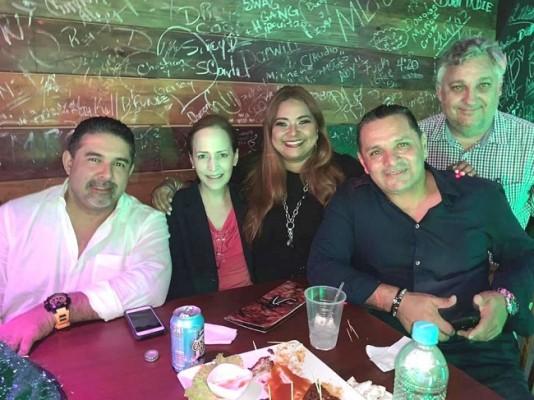 Festejando el cumpleaños de Luisa Carias, Hugo Romero, Alexa Foglia, Carlos Rolando Zuniga Nuñez y David D. Lardizabal.