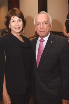 Flor Alvergue y Julio Escoto