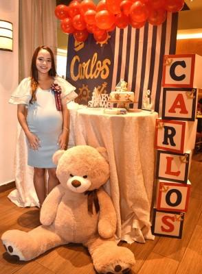 Gabriela Lobo de Banegas, en su baby shower de ositos náuticos