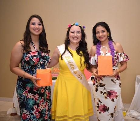 Gabriela Martínez, Karen Dariela Fajardo Martínez e Isis Guerrero