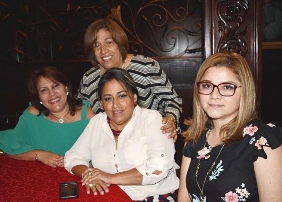 Janeth Argueta, Fanny de Argueta, Verónica Bonilla y Alejandra de Argueta