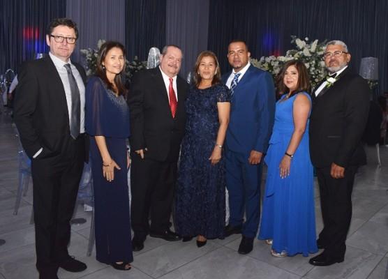 Jorge Baide, Virginia de Baide, Marco Aurelio Matamoros, Dolores de Matamoros, Lorenzo Hernández y los padrinos de boda, Astrid de Casco y Adalberto Casco.