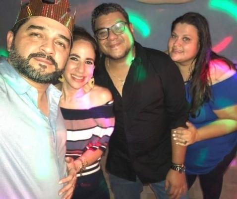 Juan Carlos y Rose Mary Cervantes, Victor y Alejandra Izaguirre