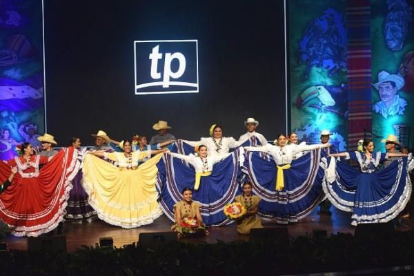 La Proyección Folklórica Herederos de Cicumba realizó una gran presentación artística.