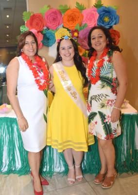 La madre del novio y futura suegra, Mercedes Oseguera, Karen Dariela Fajardo Martínez y su madre, Jessica Martínez