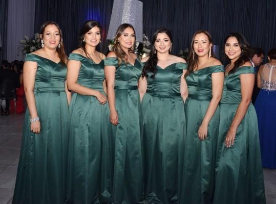 Las damas del cortejo de la novia: Melisa Matamoros, Ana Guevara, Cindy Cárdenas, Rocío Baide, Mariela Matamoros y Gabriela Casco