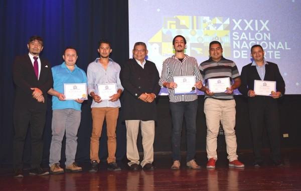 Los ganadores de las menciones honoríficas fueron Marcio Noel Arteaga, Óscar Eduardo Hernández, Jenry Yarzón, Miguel Adán Sorto y Carlos David Lamothe.