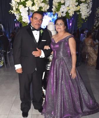 Los padres de la novia, Arahon Enamorado y Maritza X. Oyuela