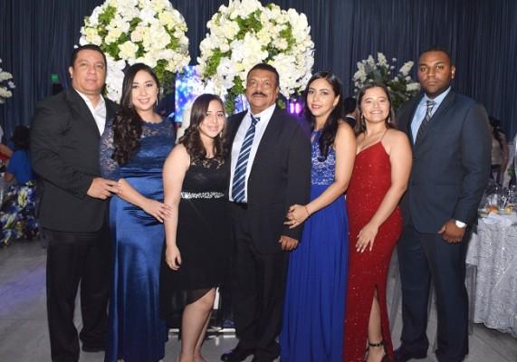 Mario Galindo, Evelyn Medina, Sara Michelle Medina, Wilfredo Medina, Belkis Medina, Emely Varela y Wilfredo Medina