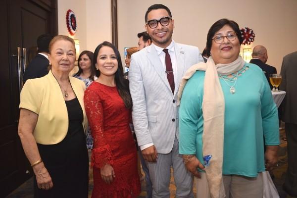 Martha de Valenzuela, Joseline Fuentes, Kelsey David y Silvia Zavala.