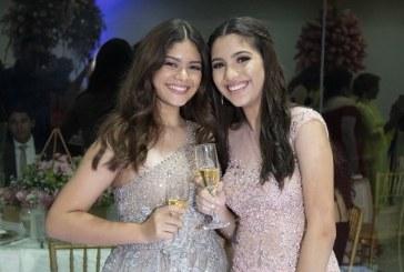 Danielle Marie y Michelle Alexandra celebran su graduación