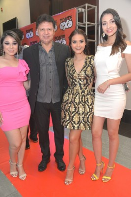 Michelle Musa, Carlos Rodríguez, Gaby Galeas y Karlen Pérez.
