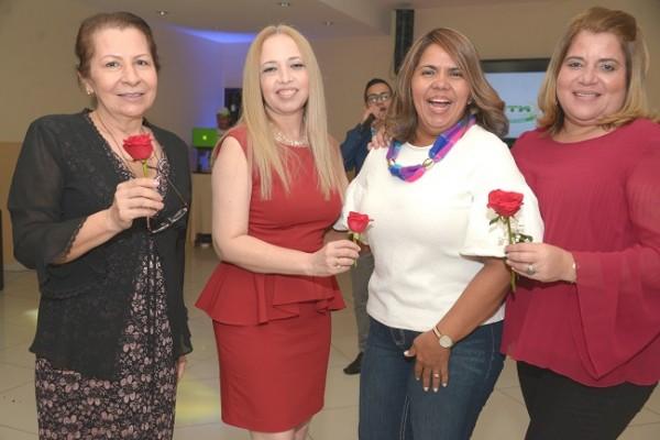 Mirtza Flores, Fanny Paredes, Carla Moncada y Zenia Oro.