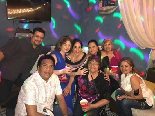 Onías Peralta, Julio y Jenny Andonie, Rose Mary Cervantes Sikaffy, Isabel Coto de Sikaffy y Alba Coto