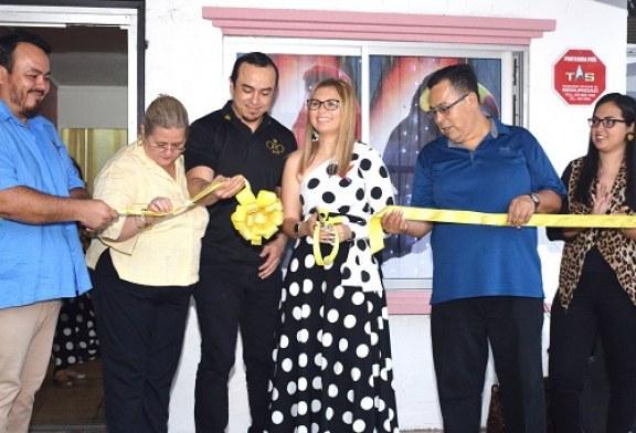 Hannabel Martínez en su coctel de inauguración