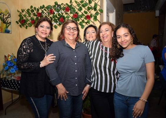 Patricia Gonzales, Mayra Morales, Cinthya Gonzales, Margarita Kawas y Alexandra Morales
