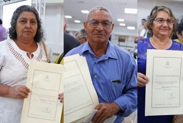 Pequeños productores reciben títulos de propiedad