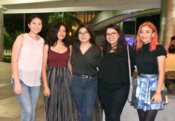 Sharon Barahona, Gabriela Villanueva, Génesis González, Frida Cáceres y Katocha