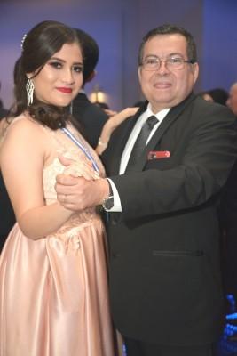 Valeria Velásquez junto a su padre Orlando Velásquez