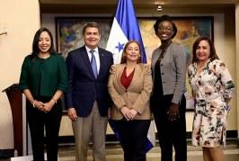 Gobierno firma convenio por 30 millones de dólares con BM para programas sociales
