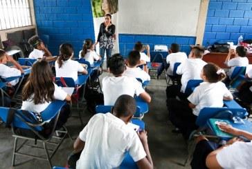 Capacitan a estudiantes sampedranos sobre prevención de violencia en el noviazgo