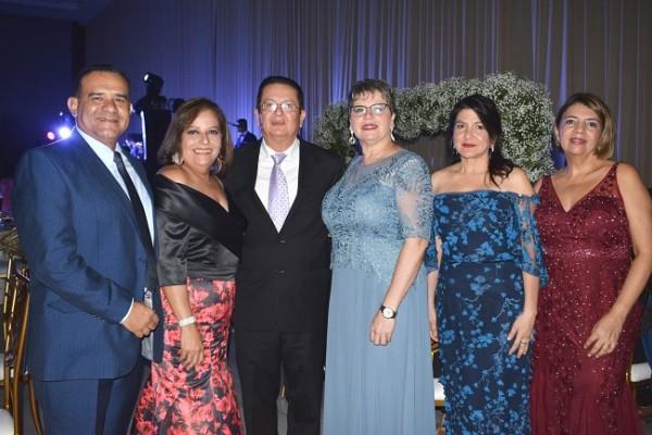 Óscar y Patricia Colindres, Dennis Montero, Chonita Pineda, Norma Khoury y Ana Paz