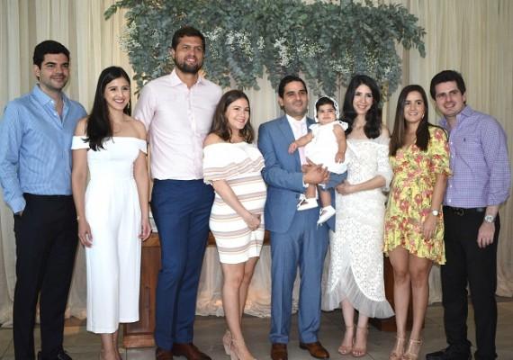 Amistades y familiares de Valeria y Gabriel Monterroso, les acompañaron en la regia celebración del bautizo de la preciosa Camila Isabel.