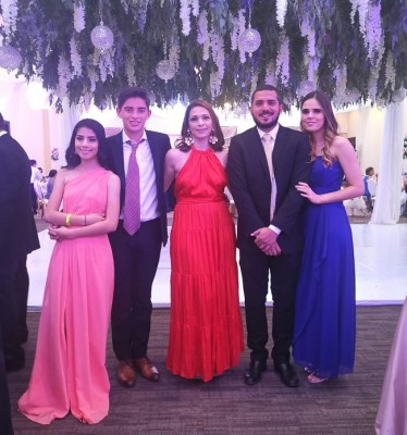 Ana Lucia Díaz del Valle, Sebastián Torres, Claudia Rosales, Eduardo Díaz del Valle y Jackie Carranza