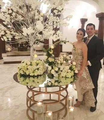 Andrea Interiano Discua y Gustavo Robelo Mestayer en su noche de boda civil