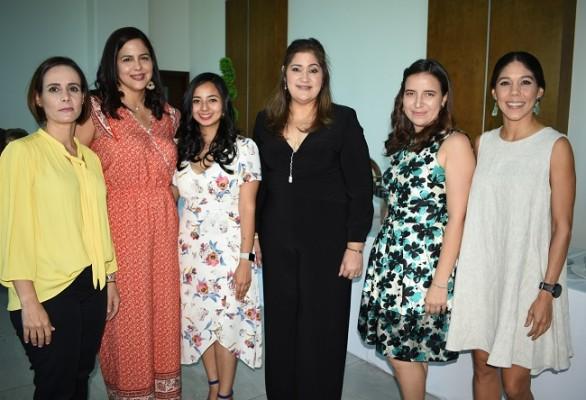 Ayda Giacoman, Doris Peña, Stephanie Castro, Isabel Sabillon, Victoria Guzmán y Sandra Di Palma