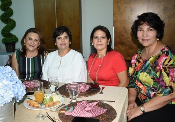 Betty de Soto, Linda de Crespo, Roxana de Suazo y Flor de Poujol