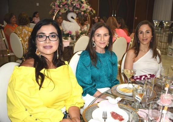 Carmen Ruiz, Erika Handal y Jenny Facusse