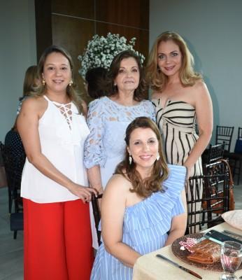 Carolina de Fernández, Miriam de Bendaña, Alejandra Mendieta y Carmen de Bendaña