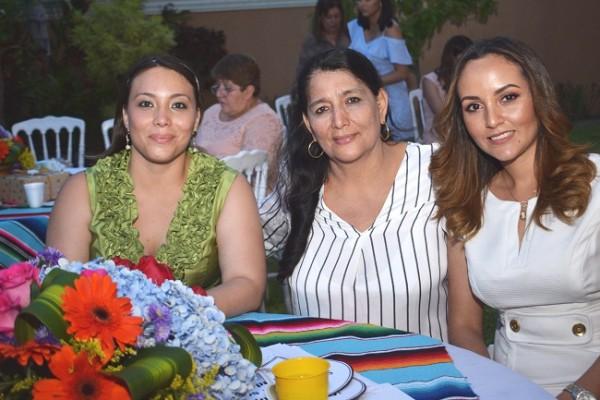 Catelyn Suazo, Jimena Amaya y Silvia Suazo.